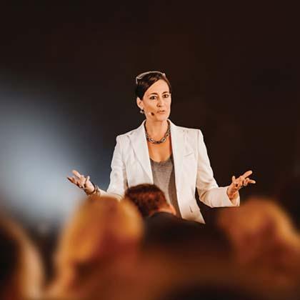 Nadine Dlouhy MEET Live Redner-Agentur