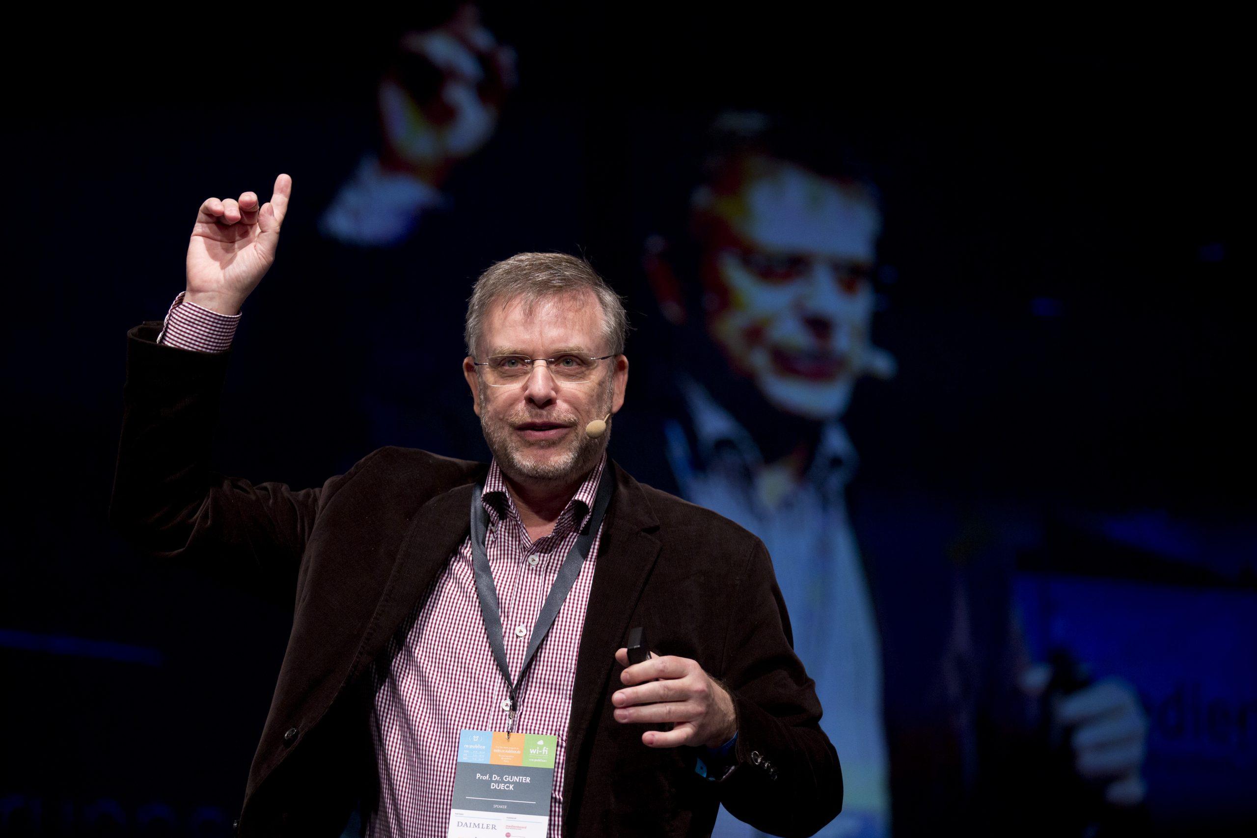Gunter Dueck spricht ueber New Work